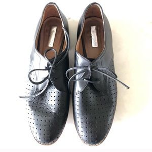 Halogen perforated black oxfords, sz 9